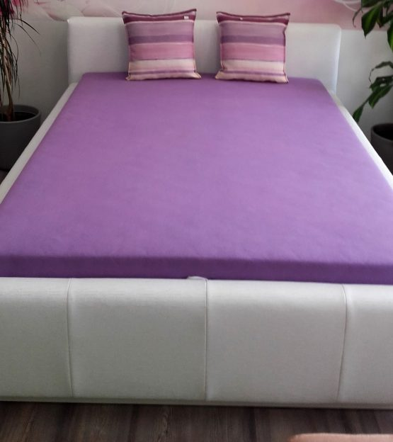 Študentská posteľ na roštoch s úložným priestorom